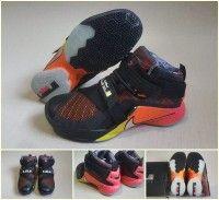 Menyediakan berbagai macam sepatu basket, sepatu nike, sepatu running, sepatu olahraga