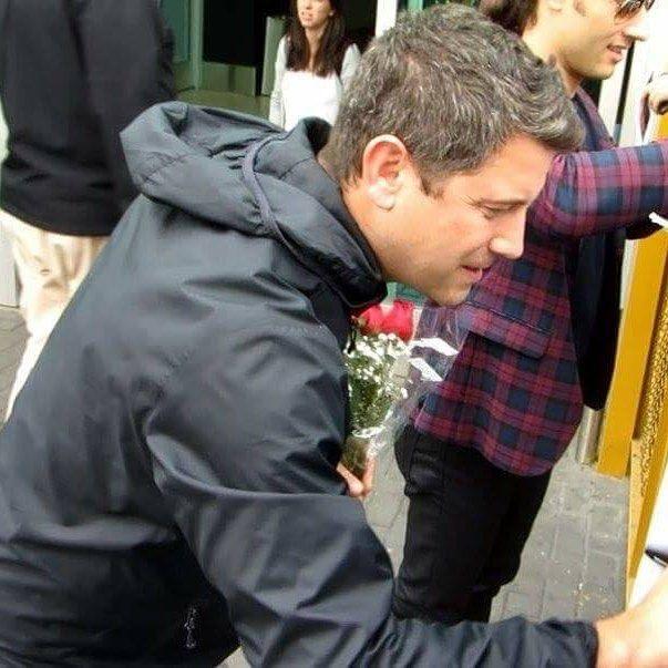 "35 To se mi líbí, 1 komentářů – Sébastien Izambard Official FC (@sifcofficial) na Instagramu: ""Beautiful shot of Séb signing autographs shared to FB by @parisizambardfiori , thank you 💕…"""