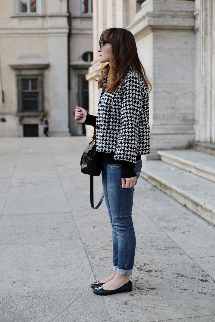 Pied de poule -  www.jeveronique.com.... La ballerina non slancia come una decolletè, ma poco importa. Il jeans arrotolato alla caviglia, la rende sicuramente più chic!