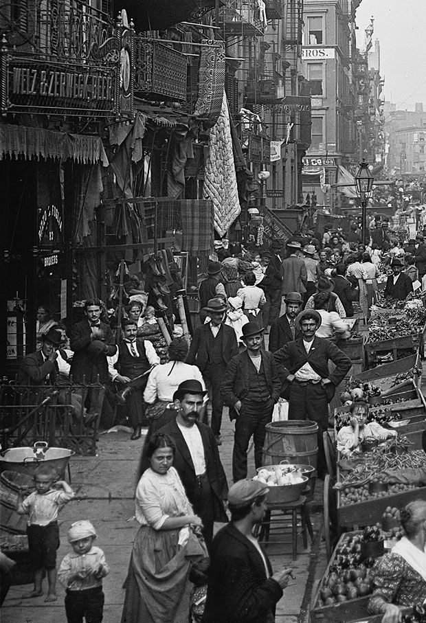 The United States began to earn a reputation of being a free and prosperous country. During 1920´s the population was increasing rapidly, By the year 1925 the population was twice as large as it had been 40 years before