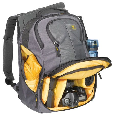 12 Top Camera Bags for Travelers // How do you travel with you camera gear?