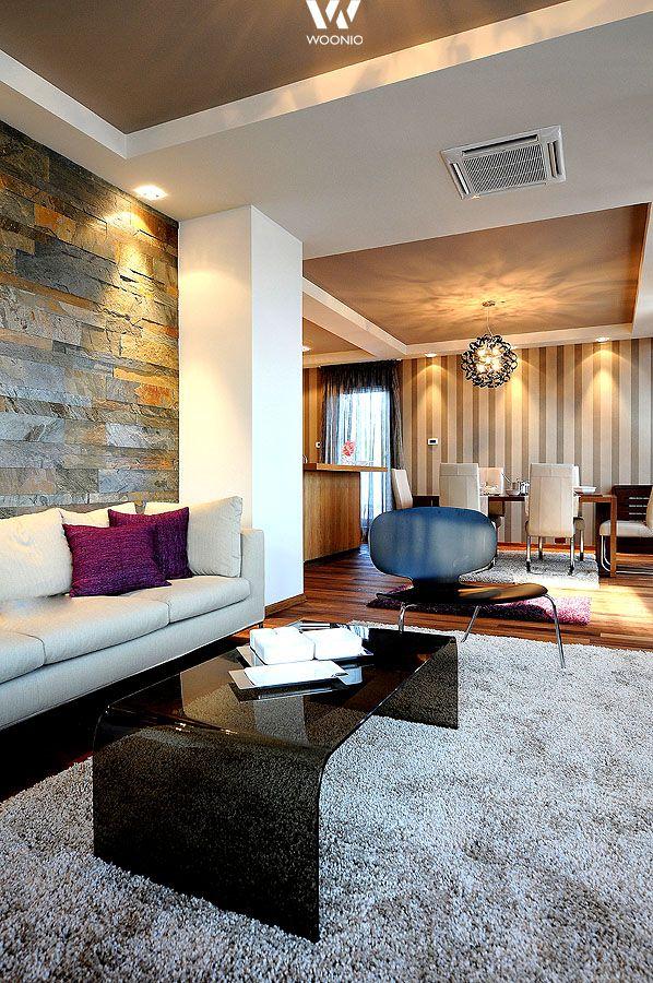Eine kreative Wandgestaltung wertet auch das Wohnzimmer auf - Wohnidee by WOONIO