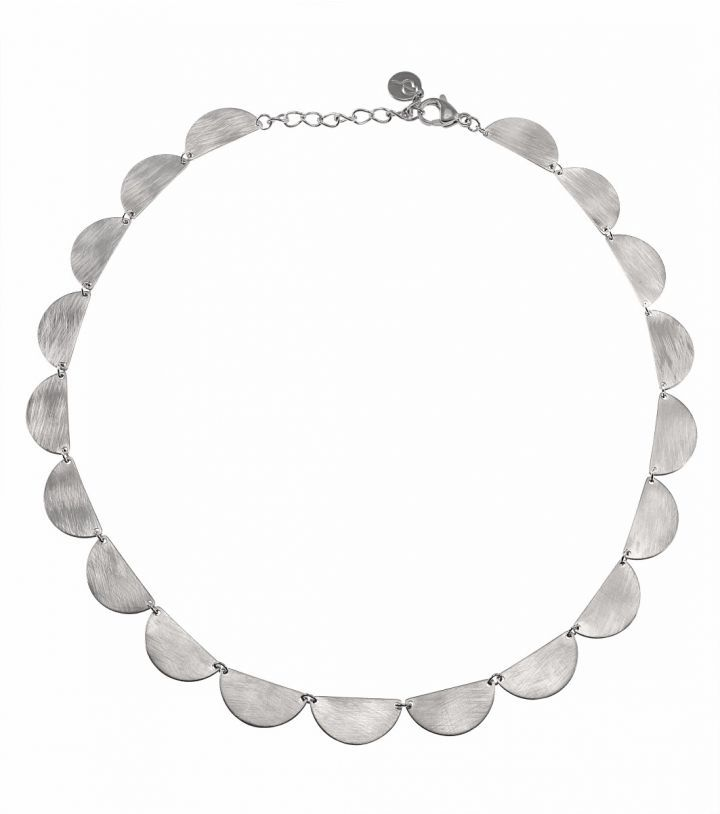 Crescent necklace, stainless steel Featuring a gorgeous crescent shape with a retro feel made of half circles sized 10 x 20mm. They have both a brushed and shiny side which makes it versatile  Adjustable length of necklace 41-44,5 cm