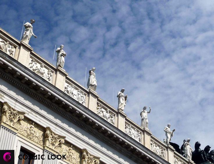 Vienna is a city of queens and kings! #Vienna #citylife #austria #king #queencity Вена — это не только город искусств: вальса, музыки и барокко, но штруделя, шницеля и вкусного кофе. Это рай для любителей вкусно покушать. Читайте нашу новую статью! Активная ссылка в профиле!#cosmiclookcom #cosmiclook #вена #путешествие #искусство #кофе #завтрак #доброеутро #ресторан #вдохновение #путешествуем #выходные #каникулы #кафе #венскоекафе #венскоекофе #завтракввене #отпуск #европа