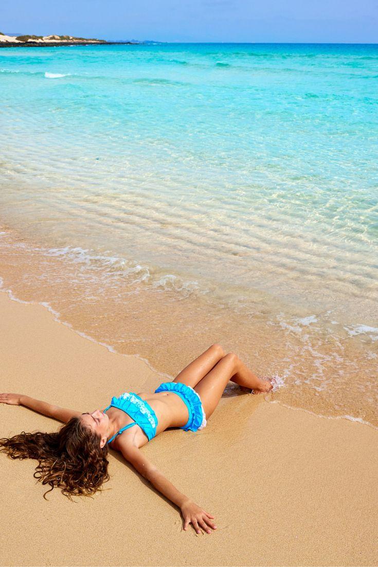Fuerteventura is waanzinnig mooi! Zie jij jezelf al gaan? Je hebt net je bikini aangetrokken en kan vervolgens gaan kiezen op welk zandstrand jij lekker gaat zonnen, want het zijn er heel veel! Vervolgens lig je heerlijk op het strand met de perfecte temperaturen en hoor je alleen de zee op de achtergrond. Als jij het te warm hebt neem je gewoon een duik in de azuur blauwe zee! Perfect toch? Veel plezier! https://ticketspy.nl/deals/fuerteventura-een-pareltje-1-week-zonnen-vae308/