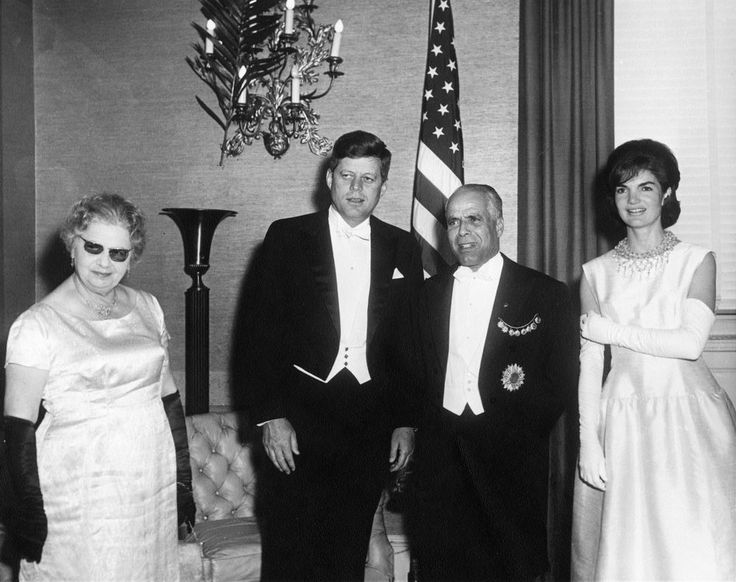 1961-05-05: Dinner in honor of President John F. Kennedy and First Lady Jacqueline Kennedy, given by President of Tunisia, Habib Bourguiba, Sr., and First Lady of Tunisia, Moufida Bourguiba (formerly Mathilde Lorrain). L-R: Mrs. Bourguiba; President Kennedy; President Bourguiba; Mrs. Kennedy. Mayflower Hotel, Washington, D.C.
