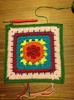 This is the start for the project CAL 2015. The initiatif is by Jolanda Verschiere den Toonder en Tertia Mulder Wonnink. You can also find the Dutch pattern on facebook: Dutch crochet, a granny a day! The original design for this granny is by Melissa Green!