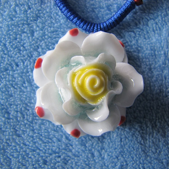 Ceramic NecklaceWhite FlowerCeramic ArtHandmade by sweetieprincess, $6.50