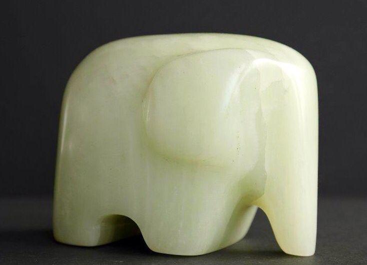 Braziliaans speksteen. Een olifant.