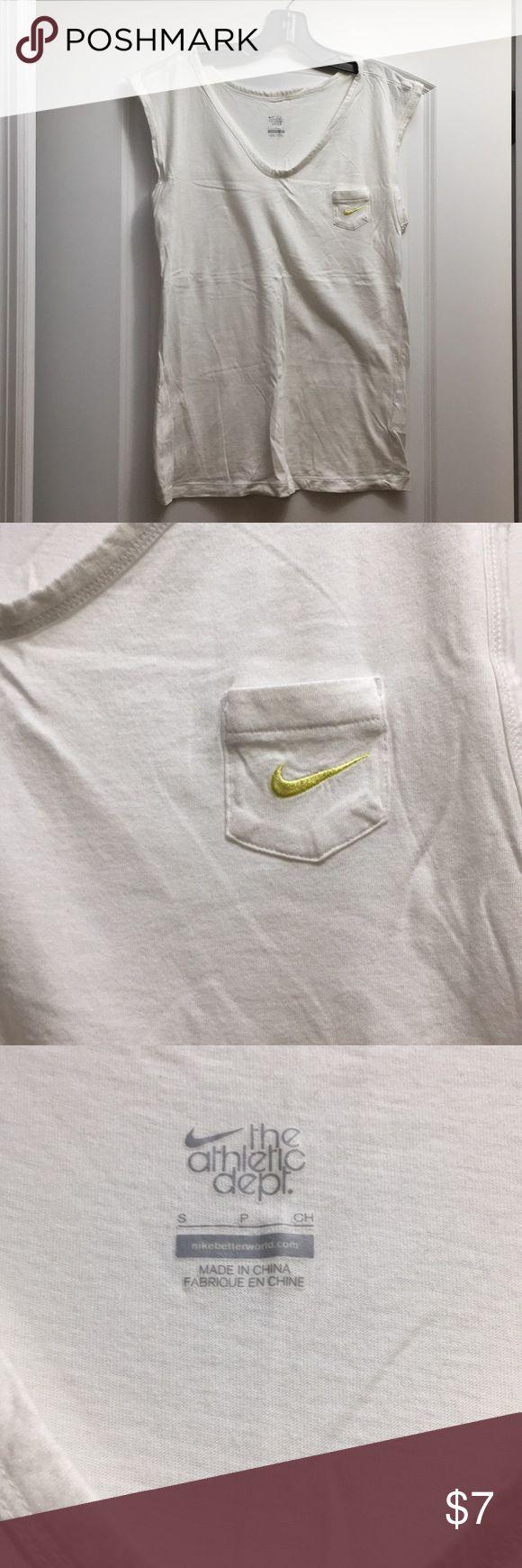 Nike tank top Nike tank top. Loose fit.  Bundle with purple tank & I'll prove both for $10. Nike Tops Tank Tops