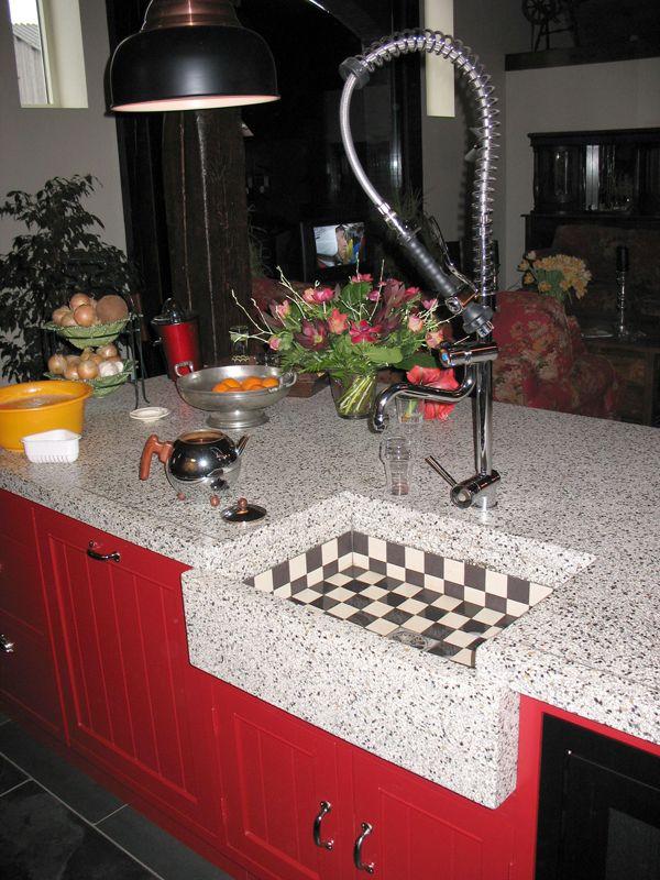 Keuken (6) met terrazzo blad en tegeltjes spoelbak en eiland 351