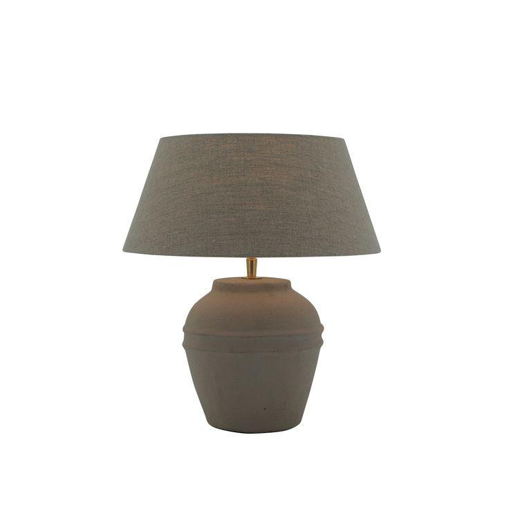Tafellamp op tv meubel.