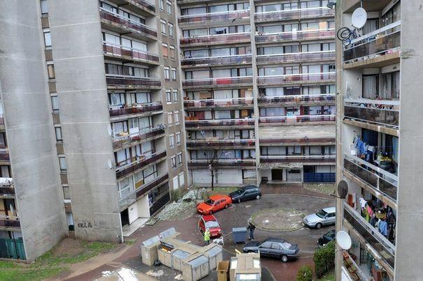 219370 un cite de la banlieue 605 403 for Loft banlieue parisienne