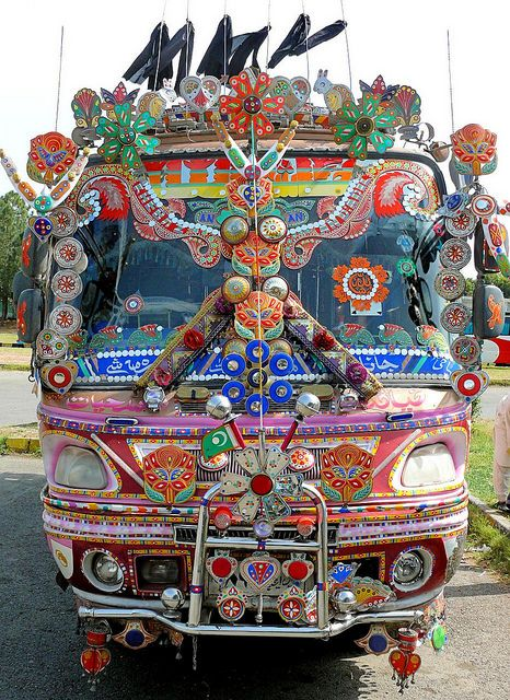 世界のかわいいバスまとめ パキスタンの装飾バス