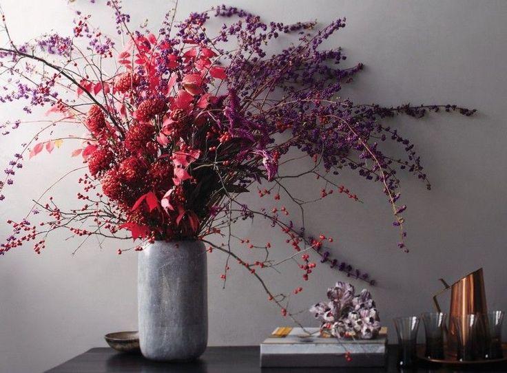 Herbstbl tter hagebutte und trockene blumen arrangieren Dekoration blumen