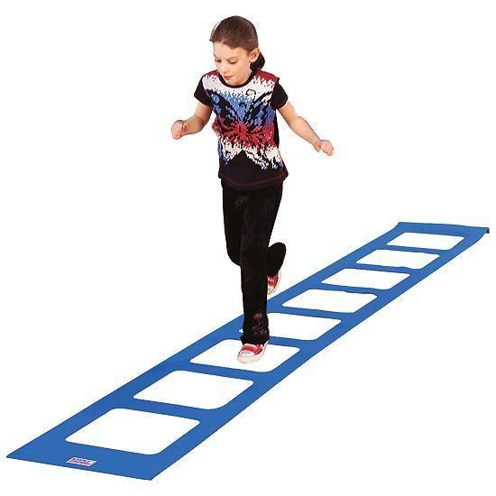 👯ЛЕСТНИЦА ЛОВКОСТИ    Лестница ловкости - отличный тренажер для развития крупной моторики, ловкости, силы ног, общего физического развития. Такой тренажер есть у всех профессиональных спортсменов, он продается в спортивных магазинах. Но его очень легко сделать для своих детей самостоятельно!    Самый элементарный способ - выложить лестницу ловкости на полу скотчем. Мобильную лестницу можно сделать из тканных ремней.    Как прыгать - упражнений существуют сотни, посмотрите на несколько…