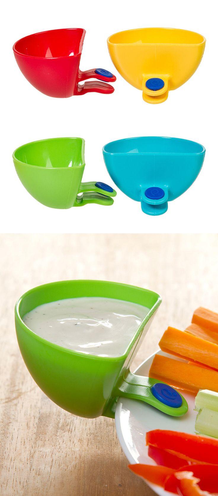 recipiente que se prende ao prato, pode-se por exemplo colar lá o molho para comer com a refeição