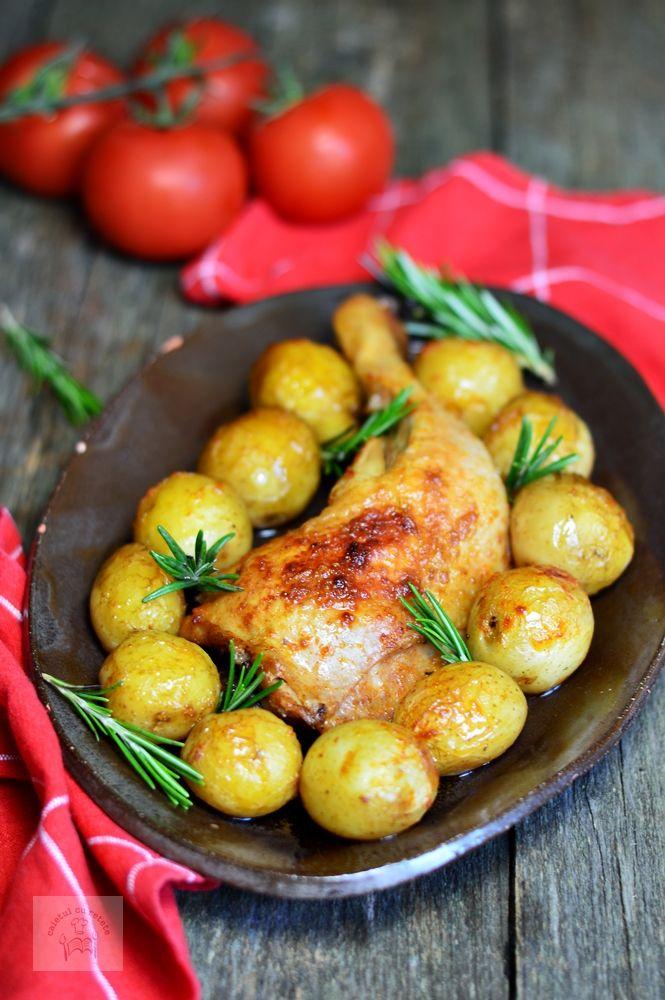 Pulpe de pui cu cartofi noi si rozmarin - CAIETUL CU RETETE