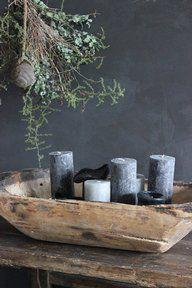 Stoere trog, lekker sfeervol met zand erin en een paar mooie kaarsen. Kijk voor oude troggen bij www.old-basics.nl