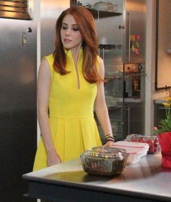 """Elçin Sangu (Defne) kolsuz sarı mini elbise modeli markası: """"My Bestfriends"""""""