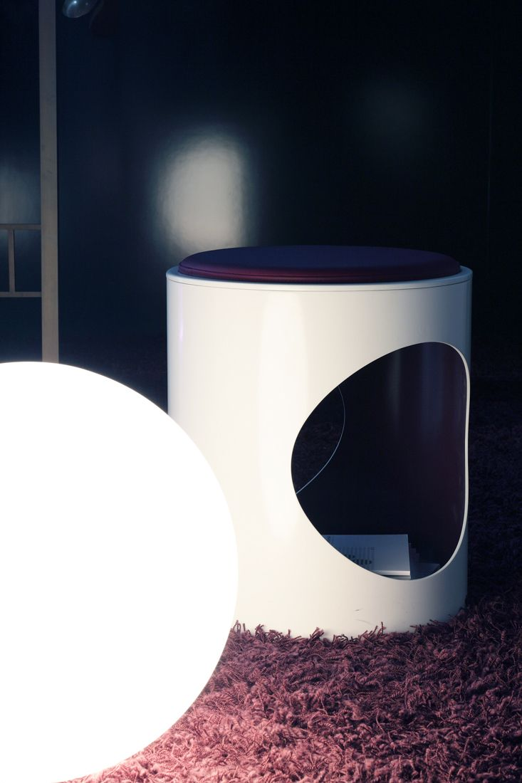 Oblò   White and Purple // Seat and container