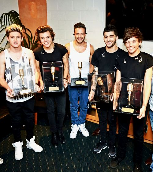 One Direction now hold the ticket sales record for Allphones Arena....aww that's amazing!