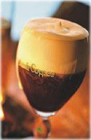 Irish Coffee - Recette. Le Irish coffee (Café Irlandais) est traditionnellement bu au verre à travers la crème qui le refroidit au passage et lui...
