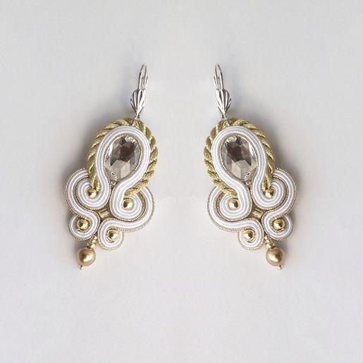 Ślubne kolczyki w złocie i bieli.  Kliknij w zdjęcie, aby zobaczyć więcej!