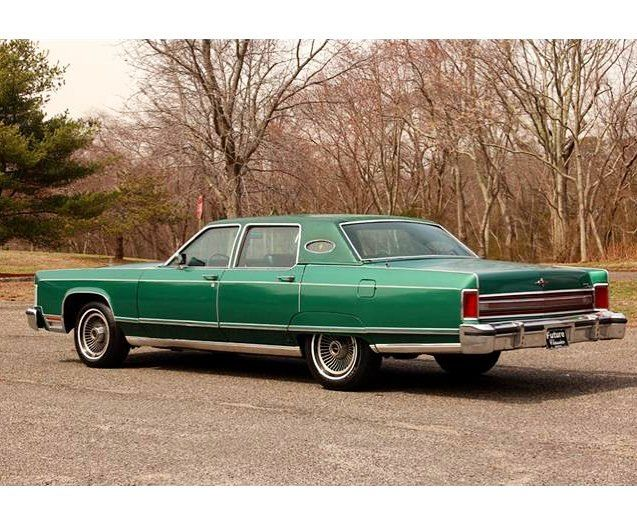 Lincolnmotorcar Showcase Badwf On Instagram The Last Town Car Equipped With Fenderskirts Was 1977 Lincoln Continental