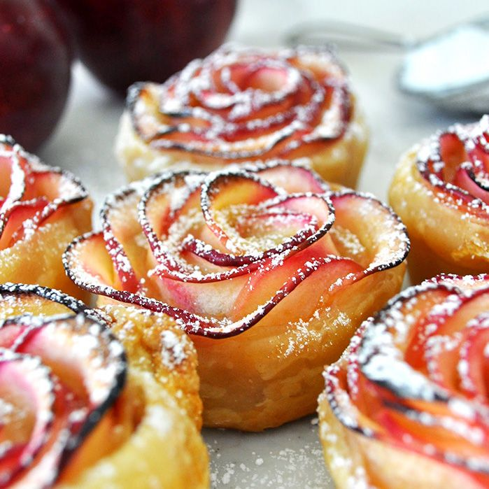 Восхитительный яблочный десерт в виде роз