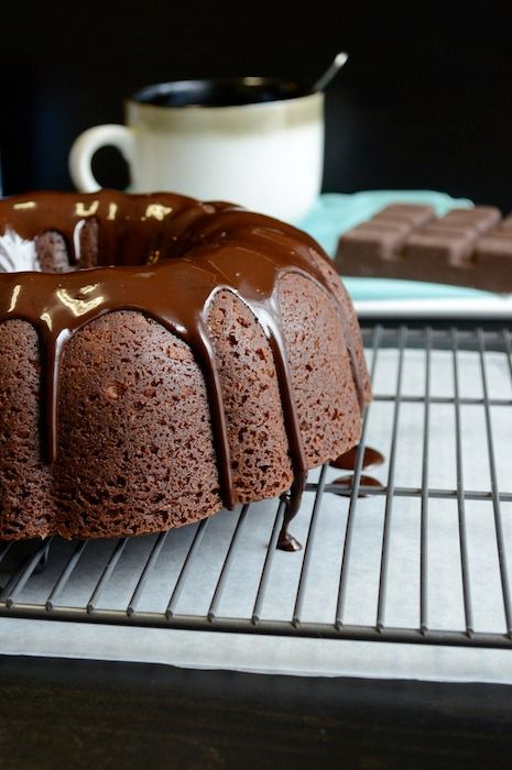 Hot Chocolate Bundt Cake! This is a fun holiday twist on bundt cake – hot chocolate bundt cake with a hot cocoa chocolate glaze.