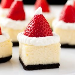 Chicly adorable Santa Hat Cheesecake Bites. food Christmas dessert