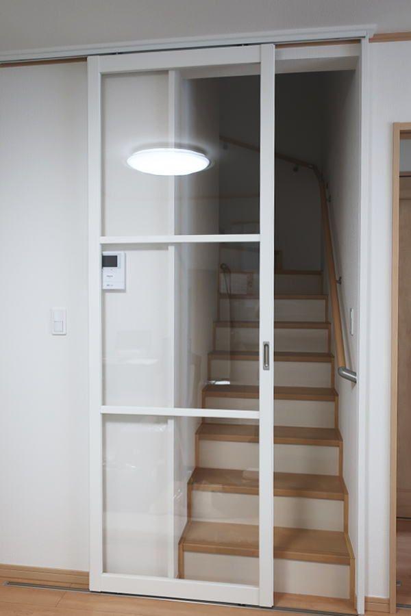 3階建て2階リビングの階段口に 後付けタイプの引き戸を取付しました