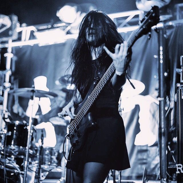 Stacy, басистка ##### / 5diez  #rock_girls_russia #рокдевушки #rockgirls #russia #россия #рок #rock #альтернатива #alternative #show #шоу #concert #концерт #tattoo #тату #music #музыка #girls #девушки #rockgirlsrussia