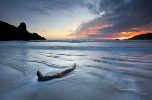 Awesome use of natural lighting along with some great tricks of the trade to make this stunning driftwood seascape capture.