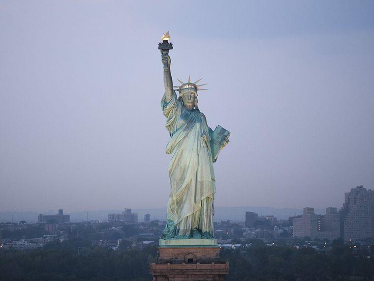 偶然すごい自由の女神のライトが消えた#国際女性デー