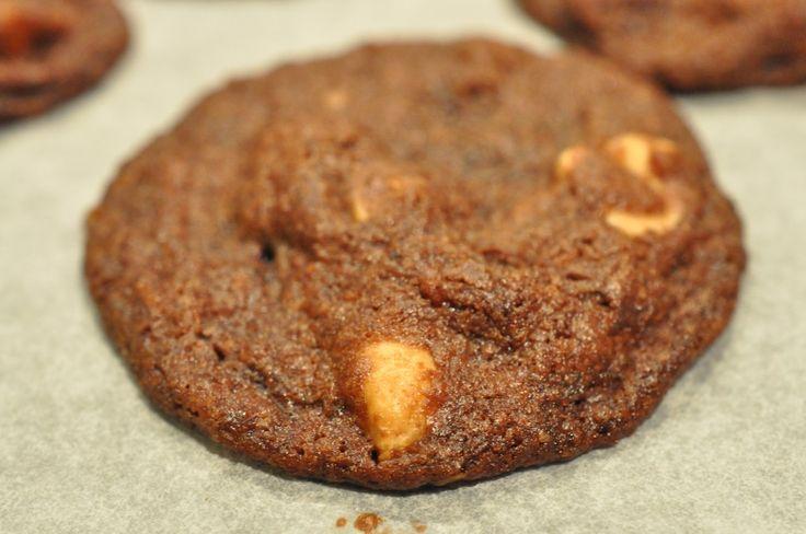 Her i huset bliver det først rigtigt jul, når vi får stillet de helt rigtige chokoladesmåkager frem til julemanden. Min søn har i mange år troligt stillet en tallerken småkager klar hver aften, med et glas mælk til, til julemanden. Julemanden har spist kagerne op
