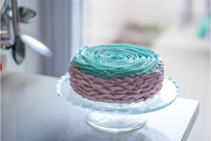 A legfinomabb torták titka: a jó krém. Az elkészítéséhez nézd meg az oldalam: https://www.sussvelem.com/tortakremek/a-legfinomabb-tortak-titka-a-jo-krem