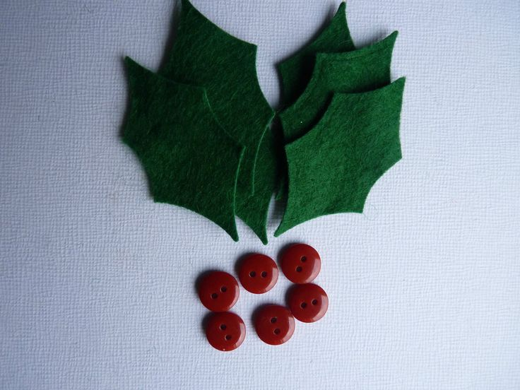 6 x GREEN FELT HOLLY LEAVES & BUTTONS DIE CUT SHAPES APPLIQUE BUNTING