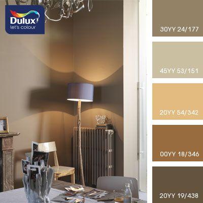 Нежные оттенки коричневого и жемчужного подходят для оформления спальни. Такие цвета создадут уют и расслабляющую атмосферу в помещении где вы будете набираться сил.