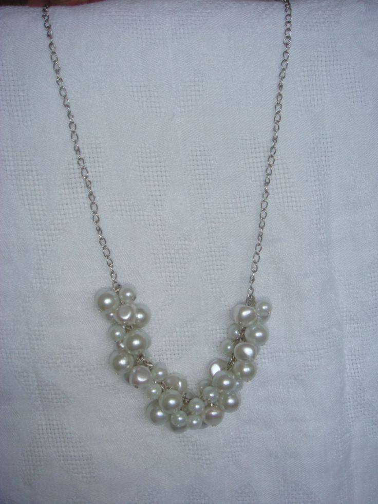 Pearly clustered necklace