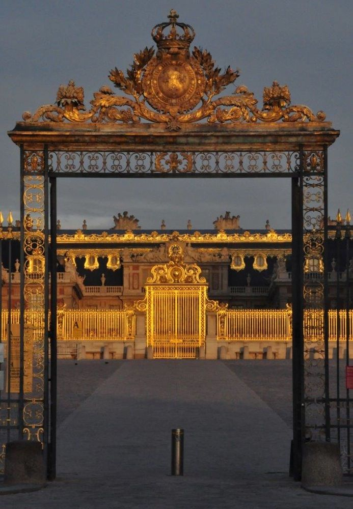 Sunrise at Versailles wonderful article on What to see in Versailles...