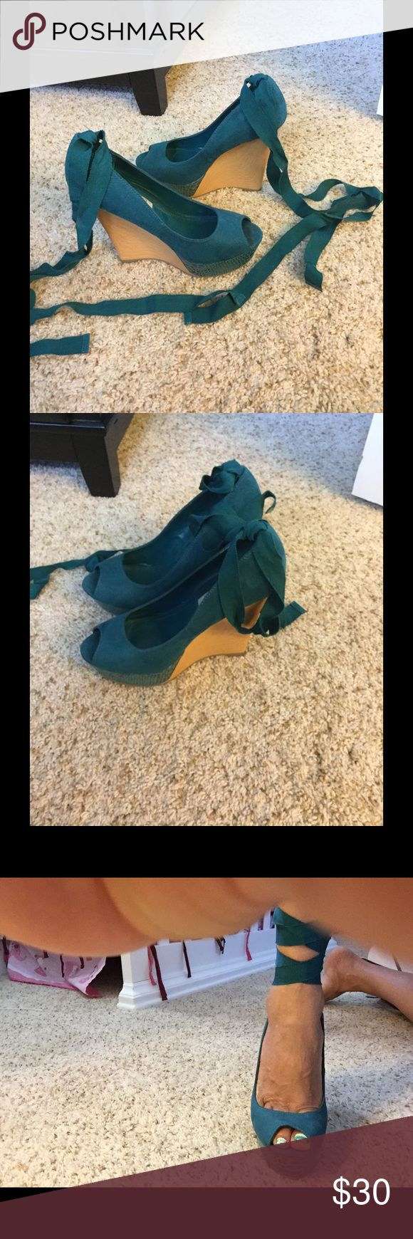 Emerald green wedges They are gorgeous, with laces to tie them, and you can see on the pictures. Jennifer Lopez Shoes Platforms