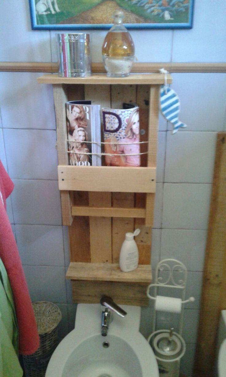 Parete attrezzata da bagno con mensole, porta asciugamano, porta riviste in legno massiccio riciclato pallet. di EcoNaturaBio su Etsy