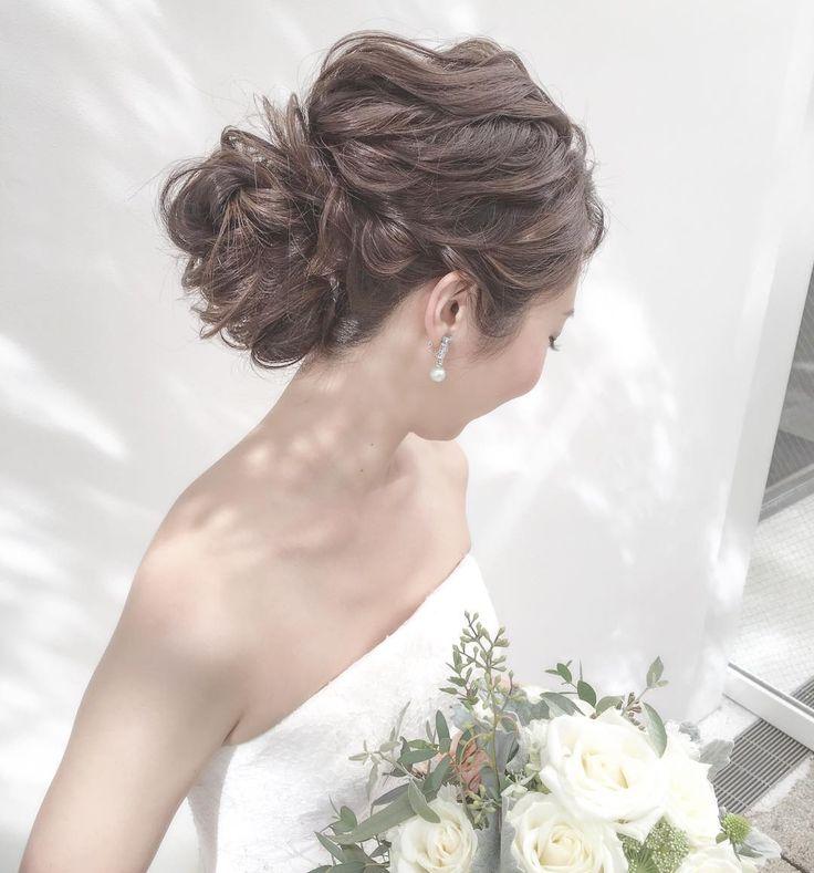 weddinghair 動きをつけたシニヨン#ウェディング #ヘアアレンジ #wedding #hairstyles #hairdo #updo #lowbun #ヘアスタイル #✳︎✳︎ . 反対側はこんな感じに . 動きをつけて✨ . #プレ花嫁#ヘアアレンジ #まとめ髪 #ヘアスタイル#花嫁髪型 #結婚式髪型 #メゾンプルミエール #ヘアメイクリハーサル #美容師#美容室#2017秋婚  #2018春婚 #2018秋婚  #ブライダル#ブライダルヘア #ドレス試着#ヘアアクセ #アクセサリー#ウェディング #ウェディングドレス #結婚式#結婚式準備 #メゾンドブランシュ #wedding #hairstyle #make #メイクレッスン#bridal #無造作ヘア#ブーケ