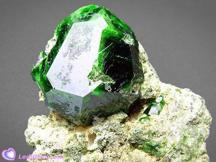 Как разобраться в камнях, используемых в ювелирной промышленности. Часть 3 (18фото)
