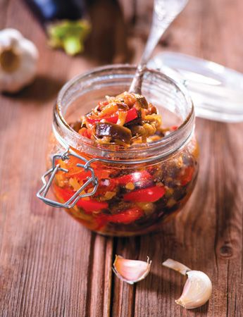 Салат на зиму, баклажаны с помидорами