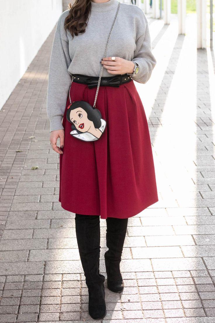 Sara Bow mit Disney Schneewittchen Tasche von Danielle Nicole