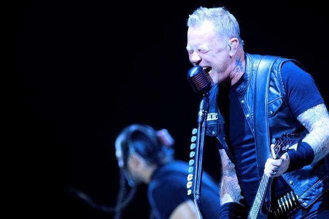 Como cuando un amigo yonki vuelve de desengancharse de la granja, peinado y afeitado, así ha sido el concierto de Metallica en el Wizink Center de Madrid. Añoranza del calimocho, l