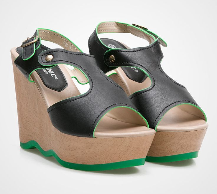 Clog Be by Mollinic. These shoes are perfect choice for your summer style. Pair it with rolled up jeans or summer dress and you will look adorable. With Black synthetic leather, and a little green touch, this shoes is really cute. http://zocko.it/LDbzG